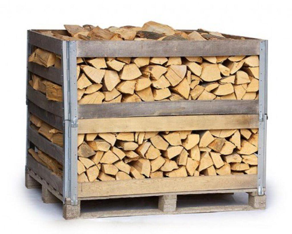 Brennholz im Ster, praktisch auf Pallette